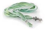 """""""zaubergrün"""" Seidenhalsbändel in zartem grün mit passender Modul-Glasperle und echt Silberteilen"""
