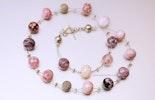 Halsschmuck mit 16 rosaroten Murano-Glasperlen. 4 Silberperlen, Zwischenteile und Silberverschluss in Silber 925 (ca. 55 cm). Gehört jetzt Gies/Werther(D)