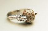 Grau/Beige Ring mit Muarnoglas-Perle (verkauft am Bremgarter-Ostermarkt)